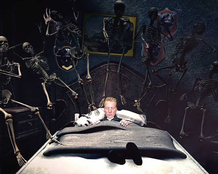 queens of the stone age mostra videoclipe alucinante de head like a haunted house. Black Bedroom Furniture Sets. Home Design Ideas