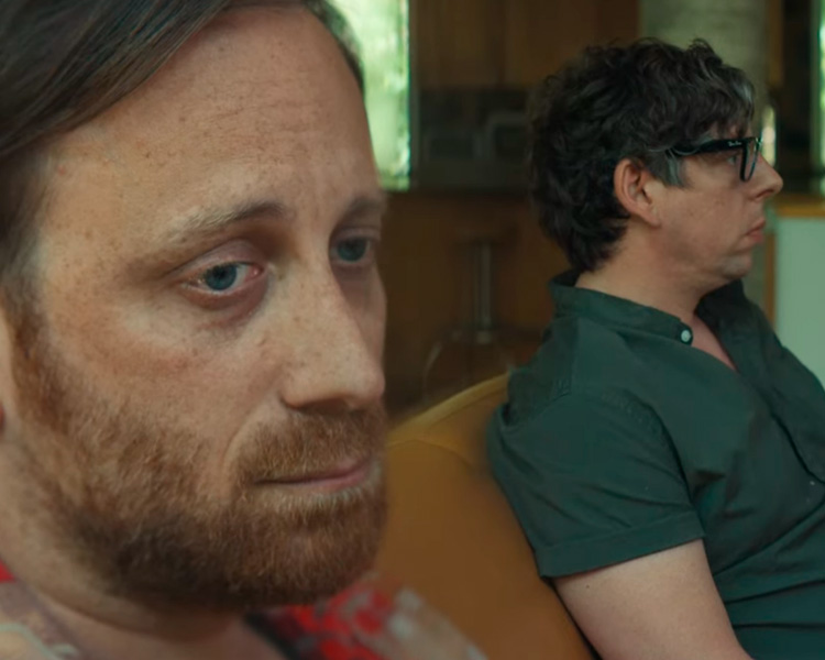 """The Black Keys Está Em Crise No Videoclipe De """"Go"""""""