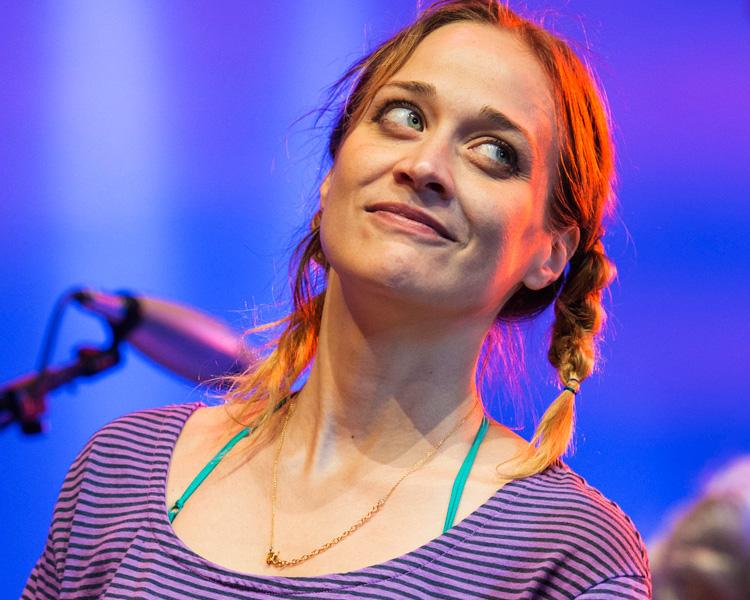 Fiona Apple confirma que trabalha em novo disco em vídeos caseiros |